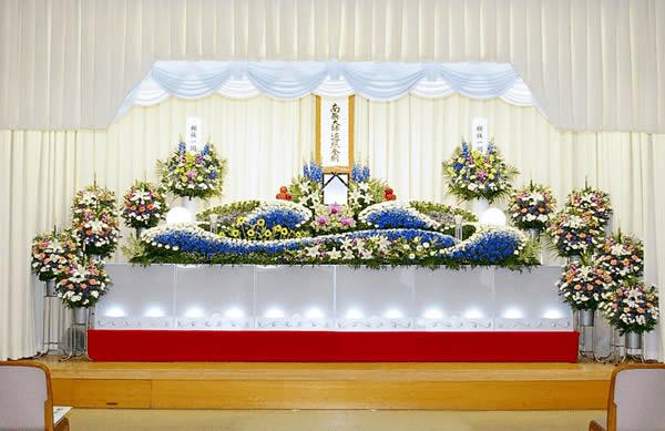 季節は夏、ブルーを基調の祭壇希望