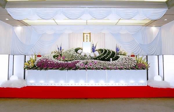 故人のイメージに合った華やかで上品な祭壇を希望